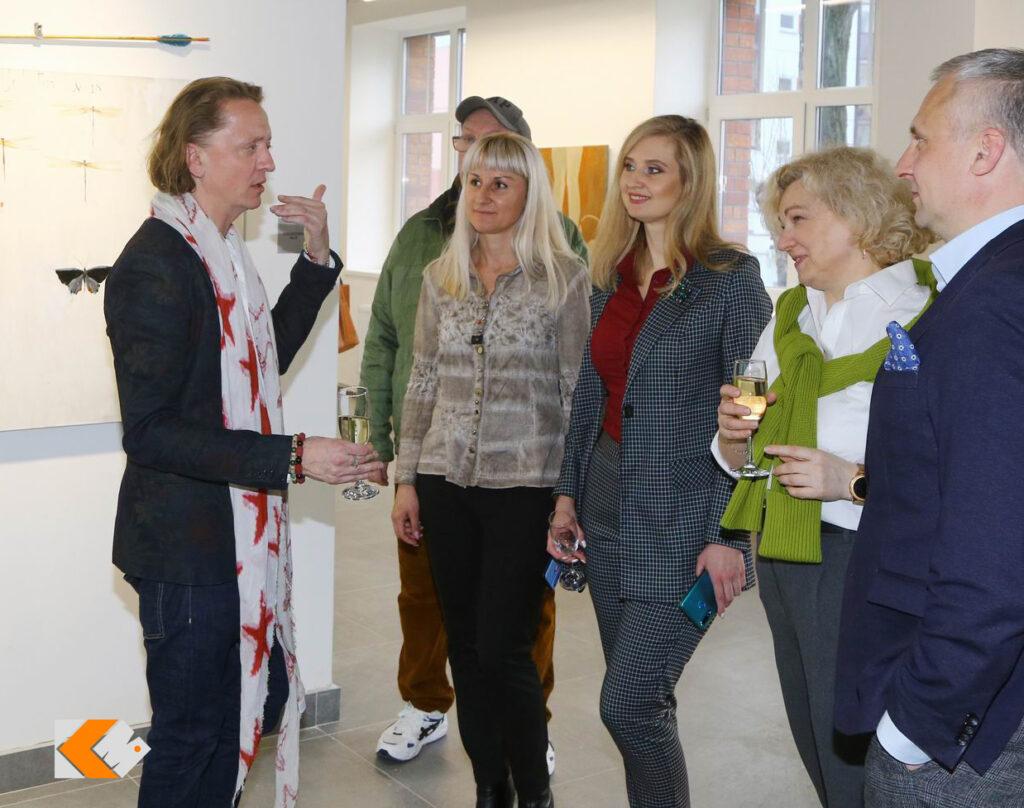 Открытие выставки живописца Павла Шаппо «GOLIATHTRUMPETAIR» в KAZZARMA MALL